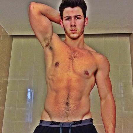 Vaya cómo se ha puesto de cachas Nick Jonas