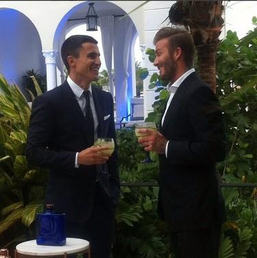 David Beckham invita a Alex González a tomar copas con los famosos