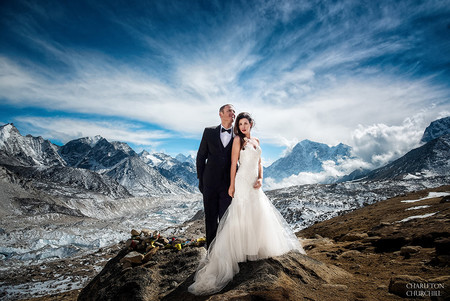 El no va más en fotografía de boda: el reportaje de una pareja a los pies del Everest