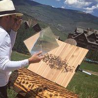 Conoce a Michael Papadakis,  el artista que pinta a través del sol
