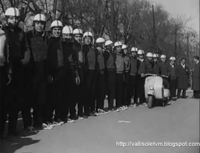 17 personas en una Vespa, Valladolid 1958