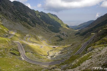 Nos vamos de ruta: empacho de curvas en Transalpina y Transfăgărășan, las mejores carreteras de Rumanía