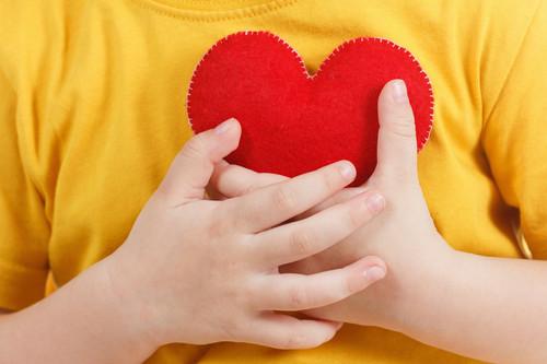 Cómo fomentar la empatía y criar niños que se preocupen por los demás