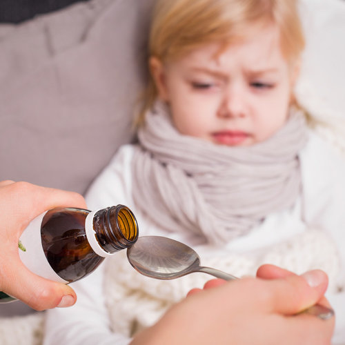 Jarabes para la tos: todo lo que deberías saber sobre su uso en niños