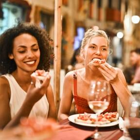 Aumentan aforo y horarios en restaurantes de la Ciudad de México tras segunda semana de semáforo amarillo
