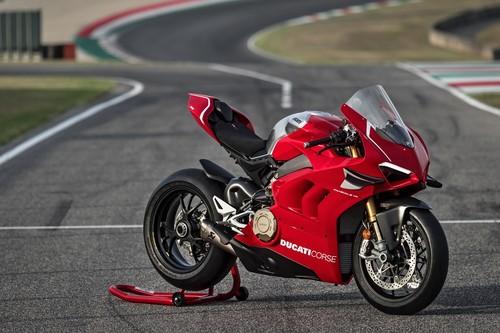 ¡Bestial! Ducati Panigale V4 R: 221 CV, alerones y toda la tecnología para derrocar al binomio Kawasaki-Rea