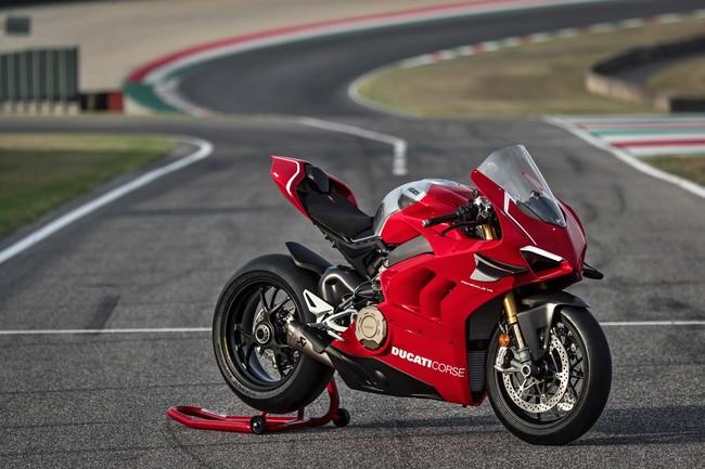 ¡Bestial! Ducati Panigale V4: 221 CV, alerones y toda la tecnología para derrocar al binomio Kawasaki-Rea