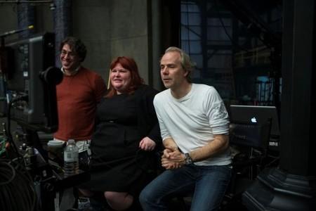 La escritora Cassandra Clare y el director Harald Zwart supervisando el rodaje