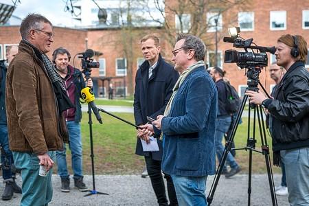 Anders Tegnell siendo entrevistado por la prensa sueca en abril.