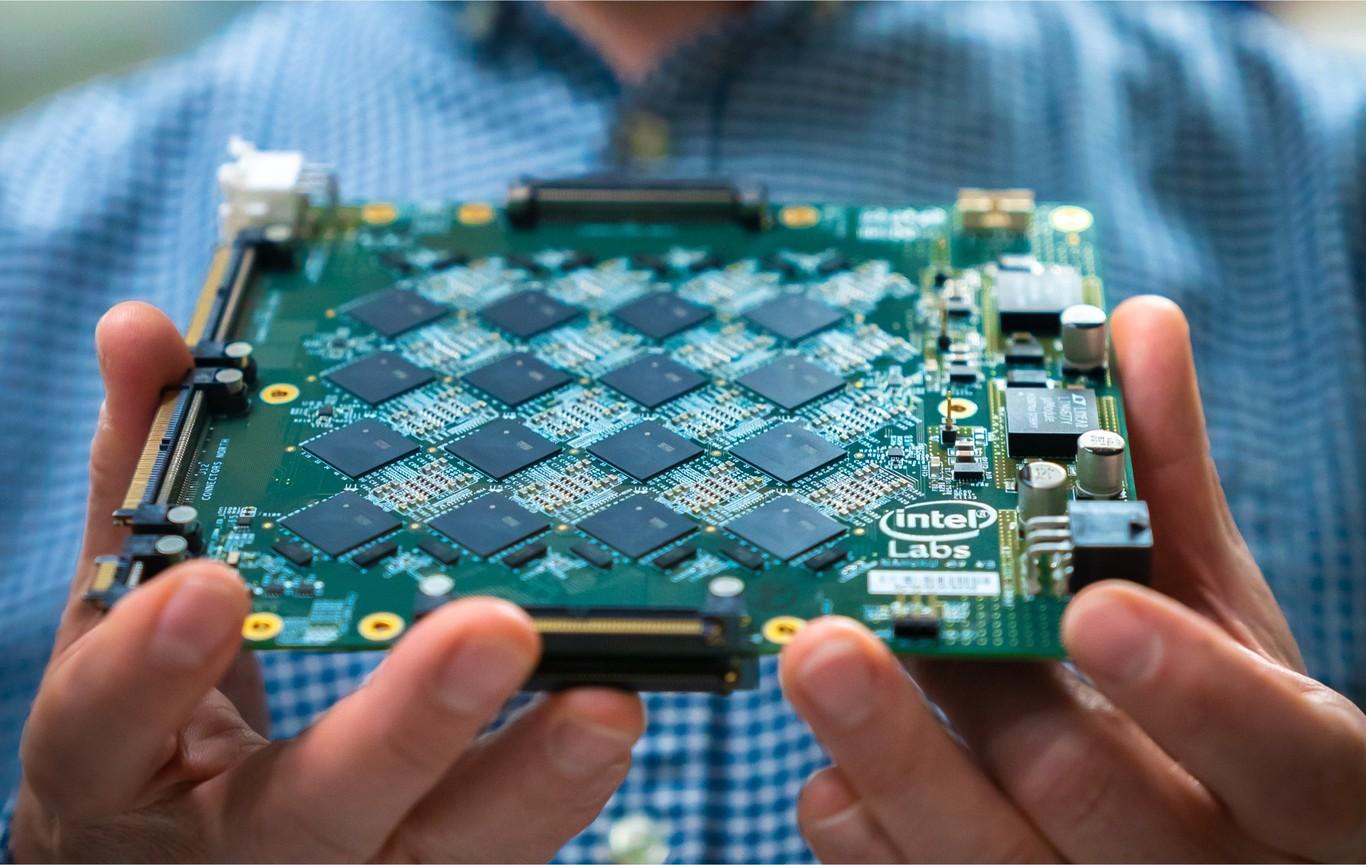 Intel presenta un nuevo sistema neuromórfico que imita al cerebro humano: equivale al cálculo de 8 millones de neuronas