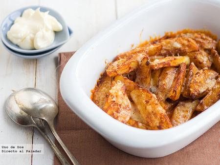 Patatas asadas al pimentón con alioli, receta para un picoteo casero