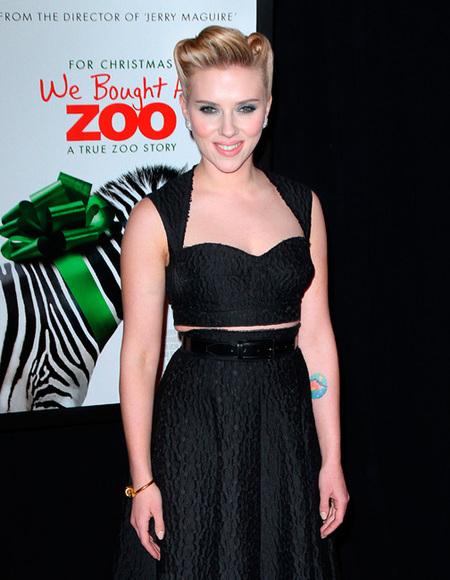 Scarlett Johansson se queda más plantada que un ficus