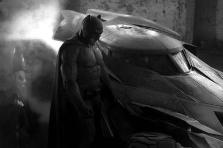 Ben Affleck con los músculos hinchados... ¡Así luce el traje de Batman!