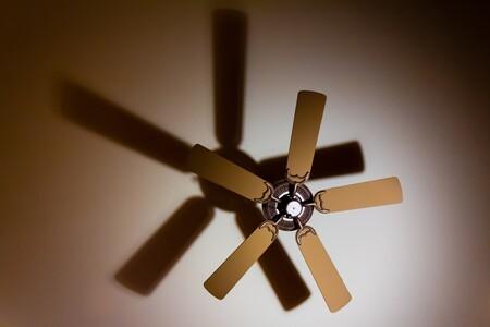 Siete ventiladores de techo, eficientes y con un bonito diseño, para dormir más fresquitos este verano