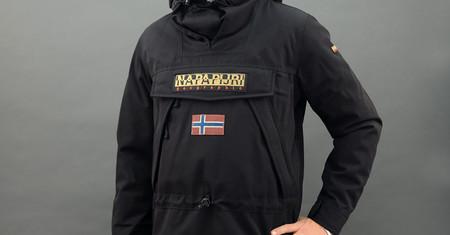 Marca de abrigos con la bandera de noruega