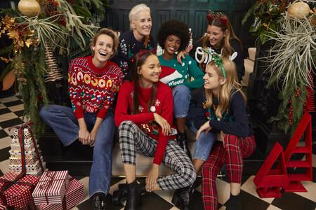 Así de divertidos y bonitos son los jerséis navideños de Lefties para toda la familia
