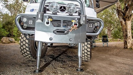 Mercedes Unimog Earthcruiser Camper 0819 005
