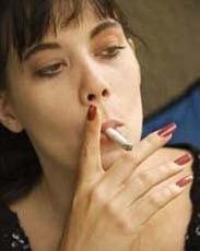 Fumar durante el embarazo y la lactancia disminuye la fertilidad del bebé si es una niña