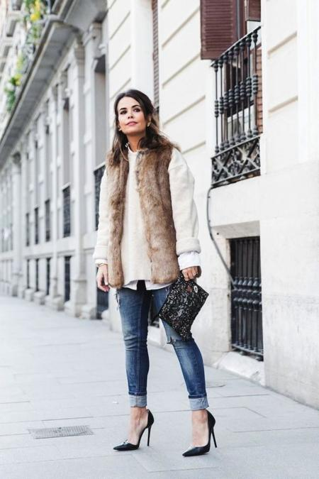 Tous Jewelry Faux Fur Vest Ripped Jeans Beaded Clutch Outfit Street Style 18 790x1185