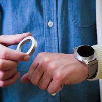 Probamos el reloj que quiere ser manos libres: una loca idea donde el bisel se extrae para convertirse en auricular