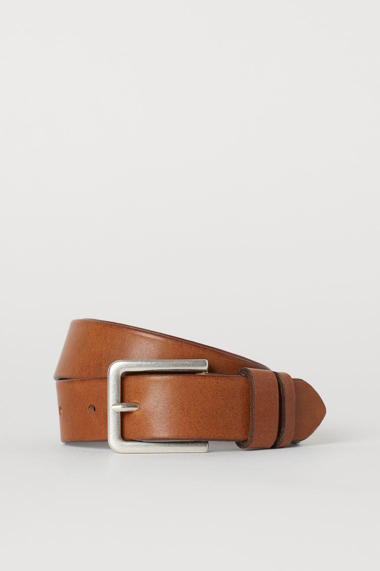 Cinturón de piel con hebilla de metal