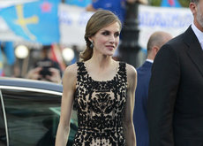 Doña Letizia luce otro vestido de Felipe Varela inspirado en Oscar de la Renta