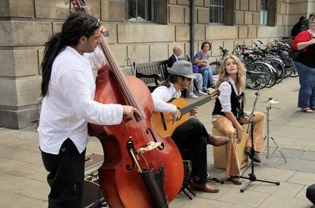 Londres permitirá pagar con Apple Pay a los músicos callejeros