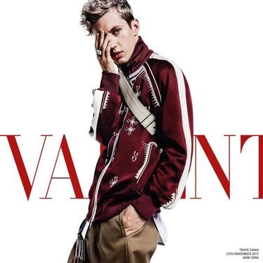 Valentino nos presenta a Troye Sivan como el protagonista de su campaña de primavera