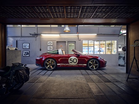 Porsche 911 Targa Heritage Design Edition 81