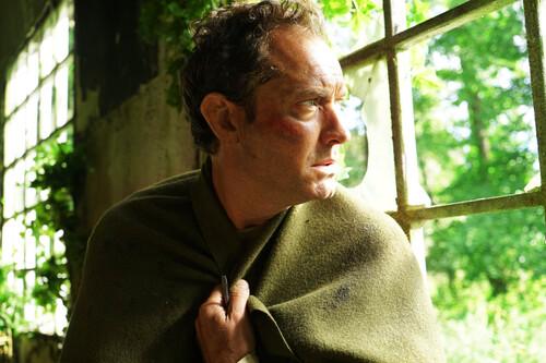 'El tercer día': el creador de 'Utopia' propone una serie de horror rural para HBO tan inmersiva e hipnótica como irregular