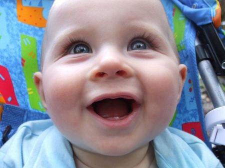 ¿Cuándo sale el primer diente del bebé?