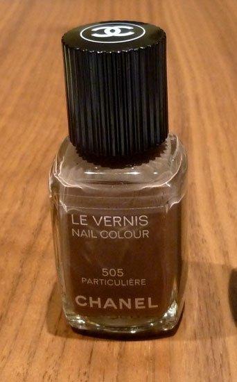 Chanel 505 Particulière, esmalte de uñas marrón topo. Mi prueba