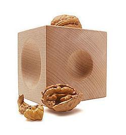 Dos cubos de madera, un cascanueces