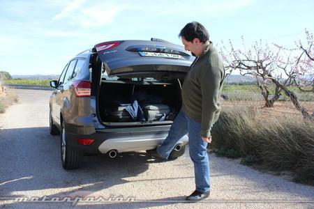 Portón automático en el Ford Kuga 2013