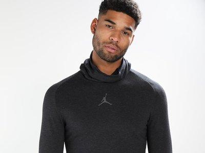 50% de descuento en la camiseta de entrenamiento Nike Jordan Tech Sphere Balaclava: se queda en 44,95 euros en Zalando