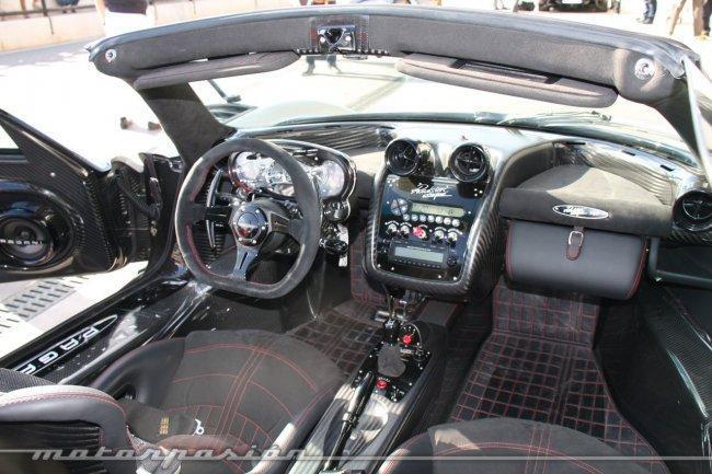 Pagani Zonda Cinque Roadster, montados en una obra de arte ...