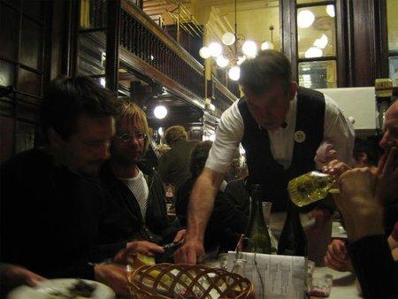 """Los restaurantes lucharán contra la crisis con la """"menútasa"""" (Inocentada 28 de diciembre)"""