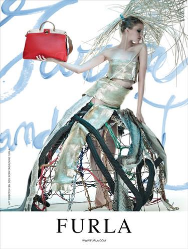 Furla campaña Primavera-Verano 2012: ¡esto es arte y lo demás son tonterías!