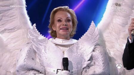 Una Paloma San Basilio ha caído del cielo: la mítica cantante (Ángel), cuarta famosa desenmascarada de 'Mask Singer 2'