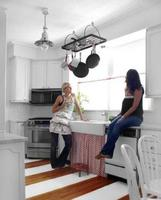 Limpiar los muebles de tu cocina para que estén en perfecto estado