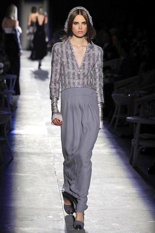 Foto de Chanel Alta Costura Otoño-Invierno 2012/2013: rosa, gris, brillos y nuevo vintage (35/61)