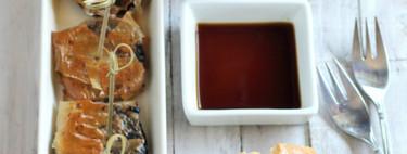 Crujientes de morcilla y miel de palma, receta sencilla y vistosa de aperitivo