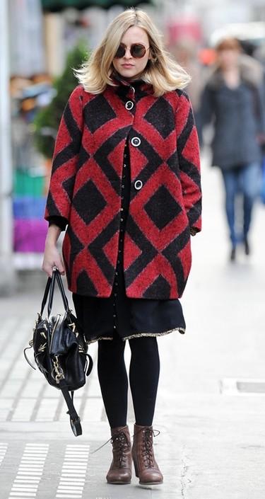 ¡Alerta! Ola de frío, las famosas se protegen con las últimas tendencias en abrigos