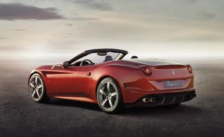 Ferrari California T exterior rojo vista trasera