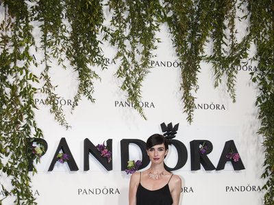 Paz Vega posa con un look así de primaveral como madrina de Casa Pandora