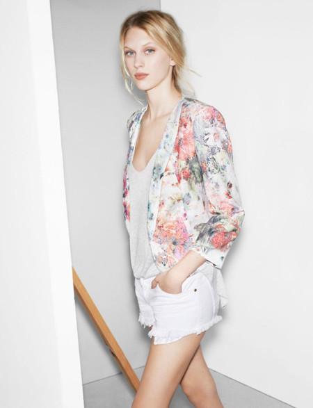 Zara TRF te viste con flores o en blanco completo, ¿te apuntas?