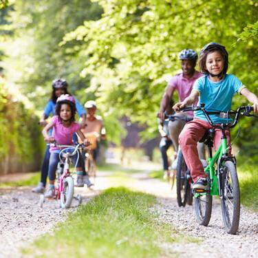 Cómo enseñar a los niños a montar en bicicleta en nueve sencillos pasos