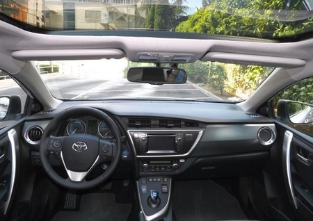 Toyota Auris Touring Sport Hibrido, techo Skyview