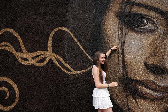 Precioso mural hecho con granos de cafe