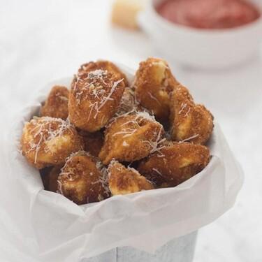 Mini bocados de tortellini empanados, receta original de aperitivo